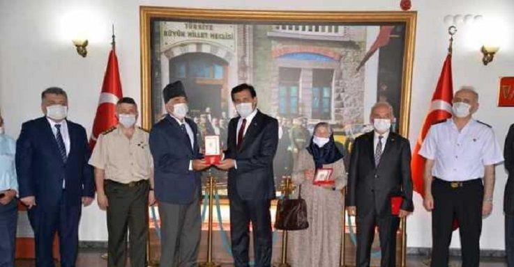 Kıbrıs Gazisine Milli Mücadele Madalyası takdim edildi