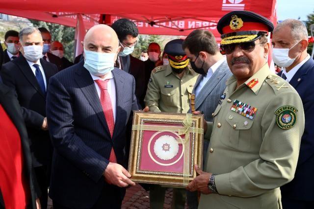 Pakistan Genelkurmay Başkanı Peşaver Şehitlik Anıtı'nı ziyaret etti