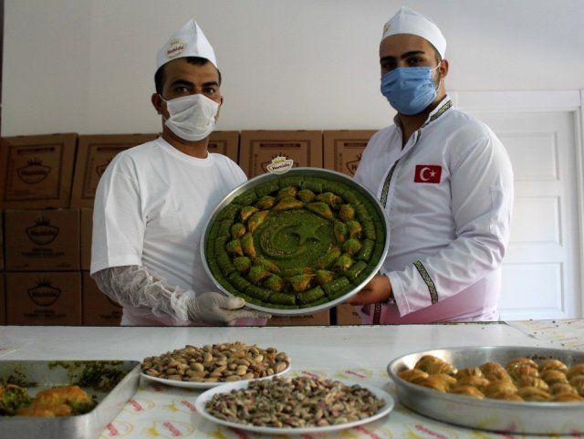Şehit ve Gazi ailelerine özel baklava yapıyorlar