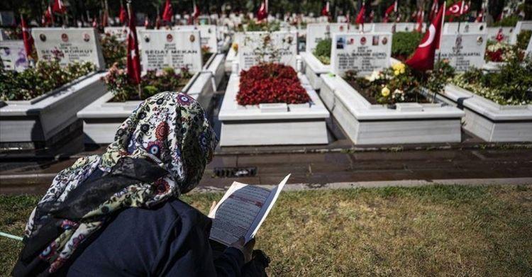 Şehit yakınları Kurban Bayramında Şehitliği ziyarette bulundu