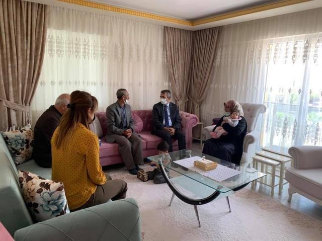 Vali Şehidin ailesini ziyaret etti