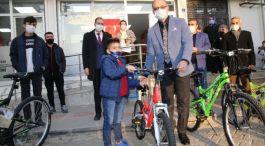 10 Şehit yakını çocuğa bisiklet hediye edildi