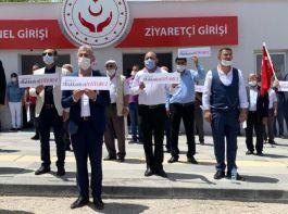 15 Temmuz Gazileri ve Şehit aileleri Bakanlık önünde 339 trilyon için eylem yaptı