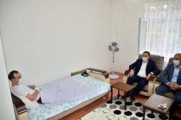 2 bacağını kaybeden Gazi'yi ziyaret ettiler