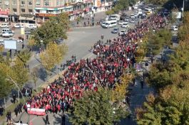 3 bin öğretmen şehitleri için yürüdü