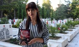 68 Şehidin hayatını kitaplaştırıp, gelirini Mehmetçik vakfı'na bağışladı