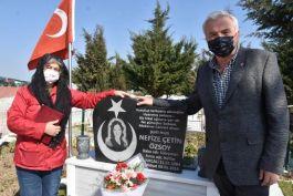 8 Mart gününde Şehit kabrini ziyaret edip gözyaşı döktüler