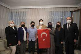 Aile Bakanı 15 Temmuz Şehit ailesini ziyaret etti