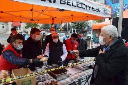Aksaray'da belediye üzüm hoşafı ve ekmek ikram etti