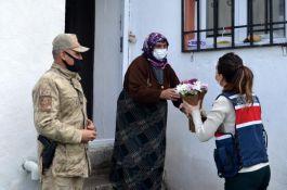 Ardahan'da Jandarma Şehit Annelerini unutmadı