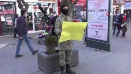 Asker kıyafetli Bu sosyal deney herkesi ağlattı(Video)