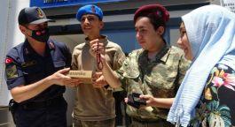 Asker üniformasıyla gezen Oğuzhan hayaline kavuştu