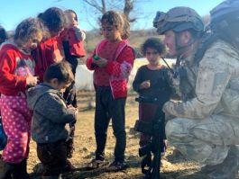 Askerimiz Kumanyasını çocuklarla paylaştı