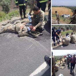 Askerleri taşıyan minibüsün kazası sonucu 3 asker yaralandı