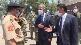 Bakan Akar, Türk ve  Libyalı askerlerle biraya geldi