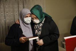 Bakan Şehit ailesini evinde ziyaret etti