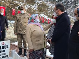 Bakan Şehit Ailesini ve Şehit mezarını ziyaret etti