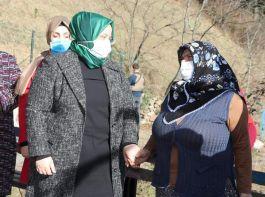 Bakan Şehit Eren'in annesi ve kabrini ziyaret etti