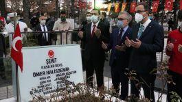 Bakan Şehit Ömer Halisdemir'in kabrini ziyaret etti