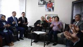 Bakan Selçuk Sinop'ta şehit ailesini ziyaret etti