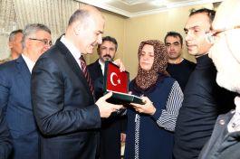 Bakan Soylu Şehit Ailesini Ziyaret etti