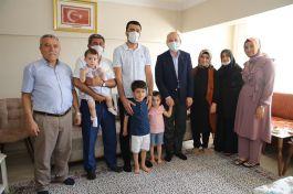 Bakan İkiz Şehitlerin Ailesini evlerinde Ziyaret etti