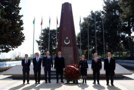 Bakan Pekcan Azerbaycan Türk Şehitliklerini ziyaret etti