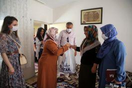 Başkan eşi, 55 Şehit Ailesine kurban eti dağıttı