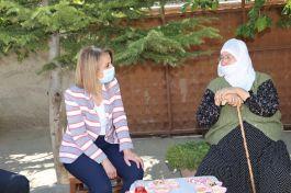 Bayan Vali Şehit ailesini evinde ziyaret etti