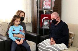 Bayan Vali Şehit ailesini ziyaret etti