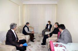 Bayan Vali Şehit ailesi ve Gazi'yi ziyaret etti