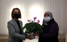 Bayan Vali Şehit ailelerine ziyaretlerine devam ediyor