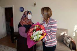 Bayan Vali Şehit polisin ailesini ziyaret etti