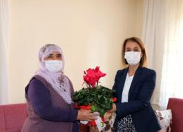 Bayan Vali Şehit ve Gazi ailesini ziyaret etti