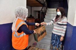 Belediye 100 Şehit annesini evlerinde ziyaret etti