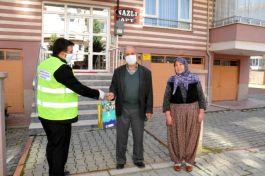 Belediye şehit ve gazi ailelerine maske dağıttı