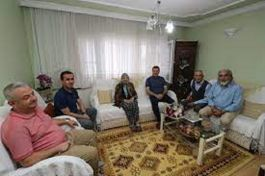 Bergama Belediye Başkanı, şehit babalarını ziyaret etti