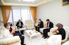 Bingöl Valisi bayramda Şehit ailesini ziyaret etti