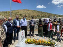 Bingöl'de depremde Şehit olan korucu kabri başında anıldı