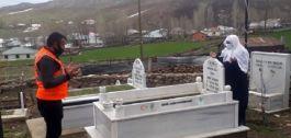 Bingöl'de şehit annesi oğlunun mezarını ziyaret etti
