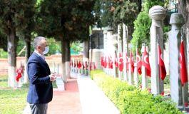 Büyükşehir Belediye Başkanı, Şehitlerin kabirleri başında dua etti