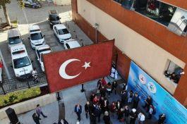 Cam mozaiğinden yapılan dev Türk Bayrağı