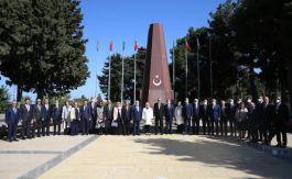 Cumhurbaşkanı Erdoğan Bakü'de şehitliği ziyaret etti