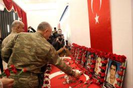 Diyarbakır'da bombalı saldırıda şehit olan 6'sı öğrenci 7 kişi anıldı