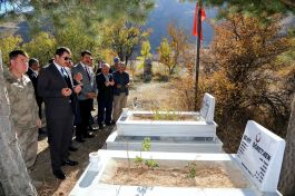 Diyarbakır'da Şehit olan Öğretmenin mezarına ziyaret