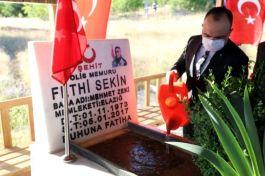 Elazığ yeni Valisi Şehit Polis Fethi Sekin'in kabrini ziyaret etti