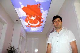 Gazi Asker 14 Şehit arkadaşının adının olduğu Türkiye haritasını evinin tavanına işledi