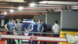 Gaspçılar polis ve özel güvenlik görevlisi bıçaklandı