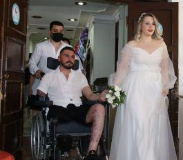 Gazi Asker  tedavi gördüğü hastanede evlendi