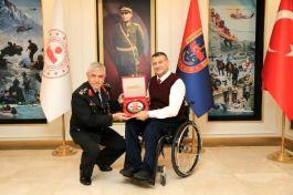 Gazi Askerin başarı hikayesi profesör oldu, ödül aldı